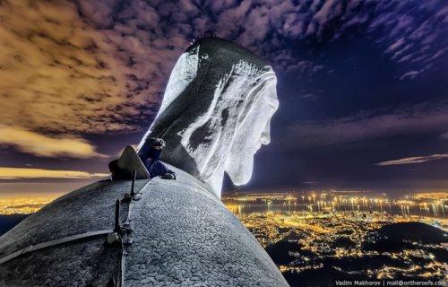 Руферы на вершине статуи Христа-Искупителя в Рио