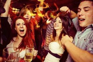 Болгария: Бургас планирует штрафовать туристов за пьянство