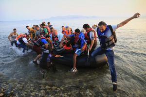 Греция должна разобраться с беженцами до начала сезона