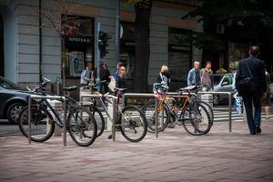 Сербия: Белград создаёт бесплатные парковки для велосипедов