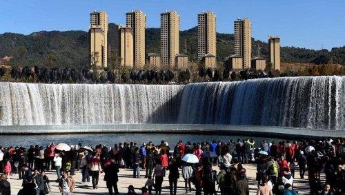 Самый большой рукотворный водопад Азии