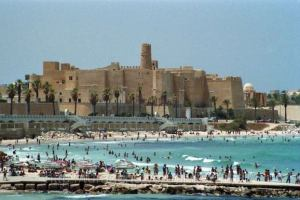 Тунис планирует вернуть российских туристов