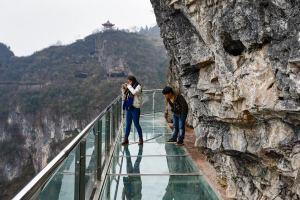 В Китае открывается очередной стеклянный мост
